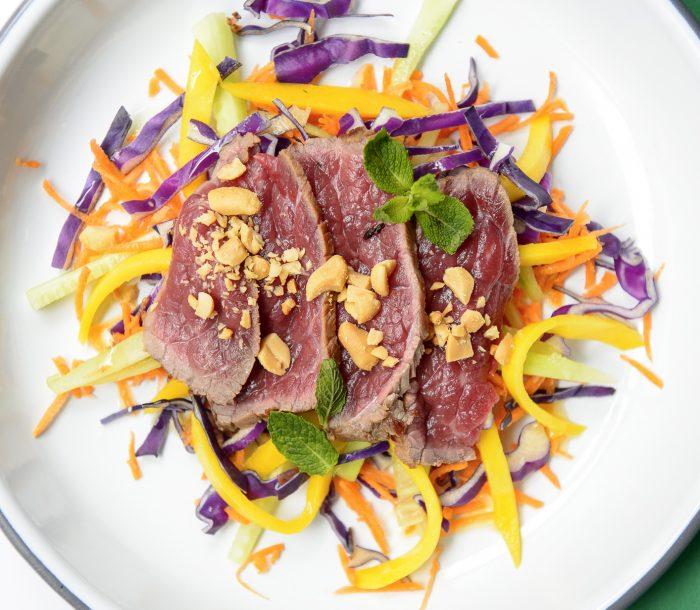 Tataki de rumsteack /chou / mangue / carotte - Chicken Bacon Lettuce